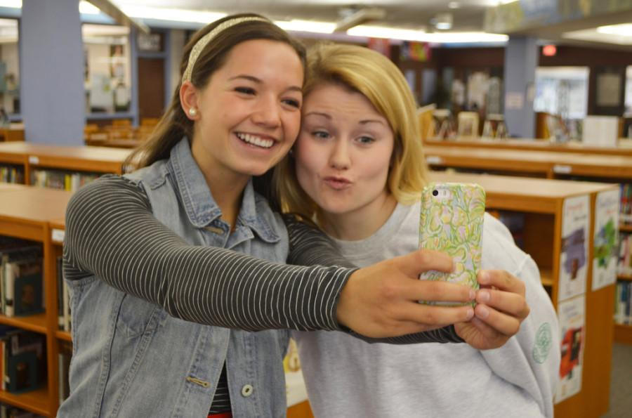 Leanna Latanision (left) and Anna Tsakakis (right) take a selfie.