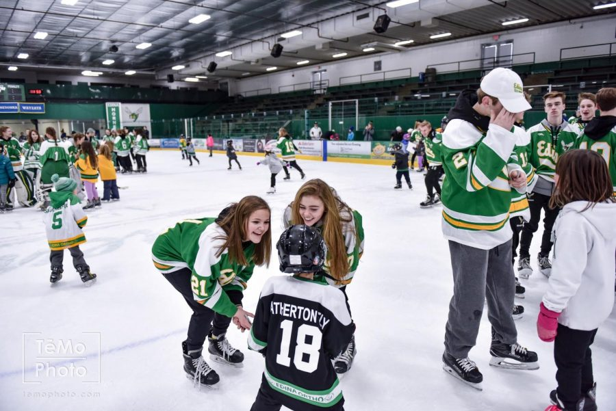 Boys' and girls' hockey teams come together to serve the community